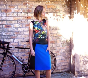 blue_pencil_skirt_side